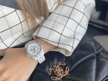 Chanel手表 J12 白色带钻38mm表盘