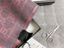 谁设计的神仙颜值围巾,却留个剪标难题