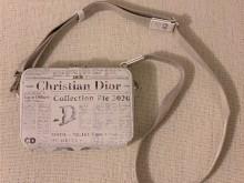 迪奥男士报纸印刷小挎包美出天际