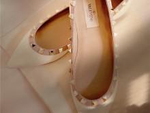 Valentino这双鞋铆钉鞋是让人想一口吃掉的奶昔