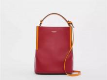 Burberry博柏利 80229491 绯红色 Peggy 小号双色皮革佩格水桶包