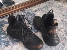 巴黎世家 LV 范思哲 MLB老爹鞋评测