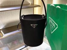 Prada Quilt 2020最新尼龙水桶包 黑色