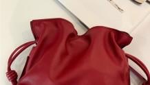 周末穿搭配|Loewe Flamenco Clutch小福袋