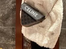 送自己的Celine小三角包,可可爱爱好喜欢