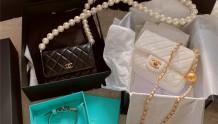 一下子拥有了两个巨难买,香奈儿小金球&大珍珠