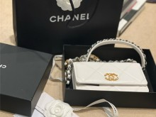 新年礼物 Chanel 19WOC 小白