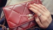 Chanel trendy woc酒红 新年背红包包