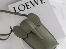 可爱到尖叫的LOEWE罗意威大象手机包