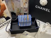 Chanel AP2005 B05010 N4423 腰包