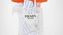 Prada腋下包没这个酷!「海摊系列」限量登场,篮球、游泳圈、瑜伽垫... 「毛绒绒」拖鞋最推荐