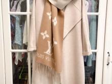 LV M76067的羊绒围巾,官网入手泥土色